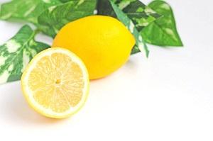 歯を白くするレモン汁と塩