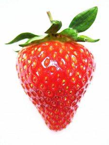 イチゴで歯を白く